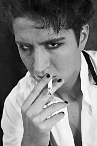 Portrait John Jones cigarette 4