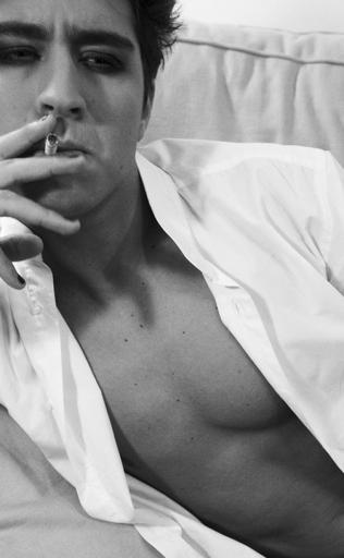 Portrait John Jones cigarette 6