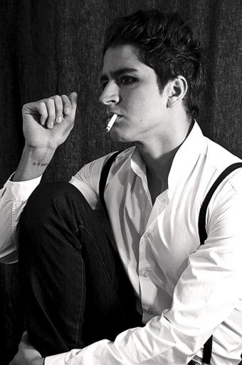 Portrait John Jones cigarette